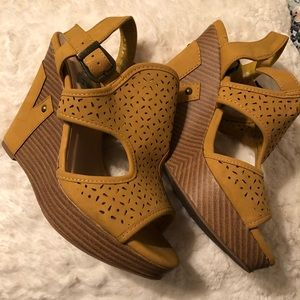 Shoes - Mustard yellow wedges